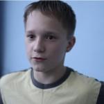 Артем Владимиров несколько лет занимался акробатикой и брейк-дансом, но бросил, чтобы стать профессиональным трейсером. Зарядил парня таким желанием друг из школы, который уже два года посещает занятия паркуром в томской клубе.