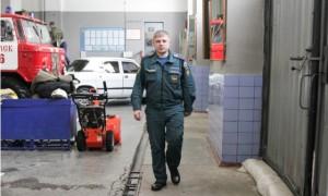Выбрав одну из самых сложных, связанных с риском профессий, 28-летний Станислав Савиных ничуть не жалеет, а мысли попробовать что-то новое если и возникали, то связаны были с переводом в другую пожарную часть.