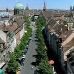 Нюрнберг. Возможно, не самый канонический пример, однако плотная среднеэтажная застройка, соборы и башни в качестве высотных доминант — характерные черты западноевропейского города.
