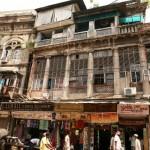 Индия. Эта страна, будучи английской колонией, безусловно испытала на себе влияние метрополии, в том числе и в архитектуре. Однако судьба некоторых зданий в Индии плачевна. Из-за разрушений и перестроек в них сложно разглядеть красоту и былые «излишества».