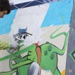 Фестиваль «Пока все на улицах» проводится в Томске во второй раз. По словам одного из организаторов Виктора Пака, подобные мероприятия нужны, чтобы молодёжь смогла проявить себя и увлечься чем-то стоящим. И получилось ведь — фотограф «Сибурбии» Арина Таранюк после фестиваля записалась в секцию паркура.