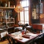 Музей Петра Дроздова — скорее, хаотичное хранилище древностей, чем упорядоченная коллекция. Но каждая вещь здесь имеет свою историю, её можно покрутить в руках и разглядеть.