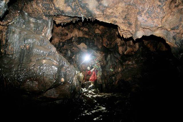 Средняя температура в пещерах  -3-6°C