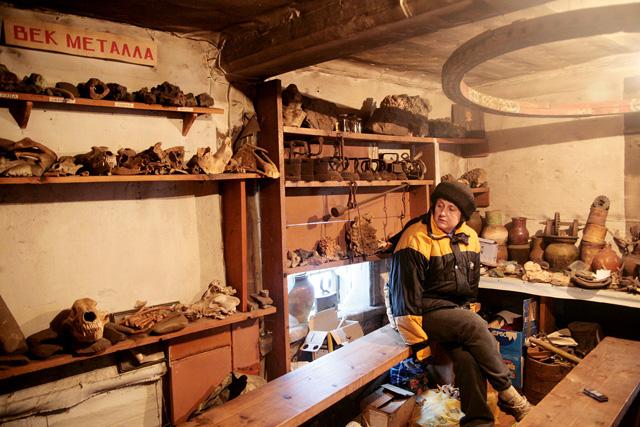 Хаотичный склад древностей готовится переехать в новое помещение