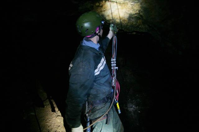 Прохождение пещеры требует навыков работы с довольно хитрым снаряжением