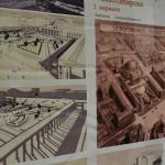 Слева: экспозиция, посвящённая генеральным планам. Справа: кубики-мозаика для маленьких посетителей выставки.