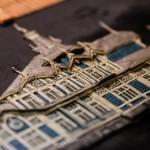 Мультипликаторы стараются максимально точно воспроизвести облик зданий. Чтобы достоверно показать сруб дома с жар-птицами, художникам пришлось перелопатить архив кафедры реставрации. Только там удалось найти первоначальный архитектурный план старинной усадьбы.