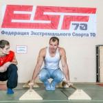 Среди участников немало чемпионов. Серьёзный мужчина в белой майке, например, — это Андрей Арбузов, выигравший городской чемпионат по пилону. А его напарник Григорий Маньковский — вице-чемпион России по воркауту.