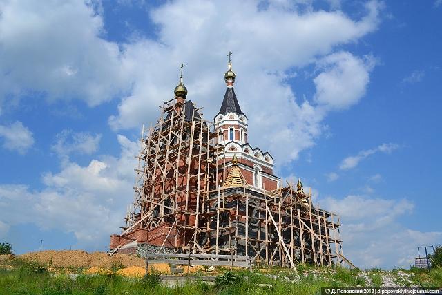 Строящийся храм-памятник в честь Святых Новомученников и Исповедников Российских
