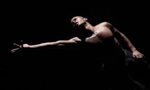 Снимок из другого спектакля Азур Бартон, но, в общем, вы поняли. Фото: Julieta Cervantes, http://www.montrealgazette.com/