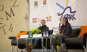 Константин Богомолов и модератор встречи, театральный критик Дина Годер