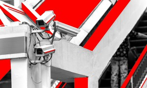 За нами следят: как жить в обществе тотального надзора